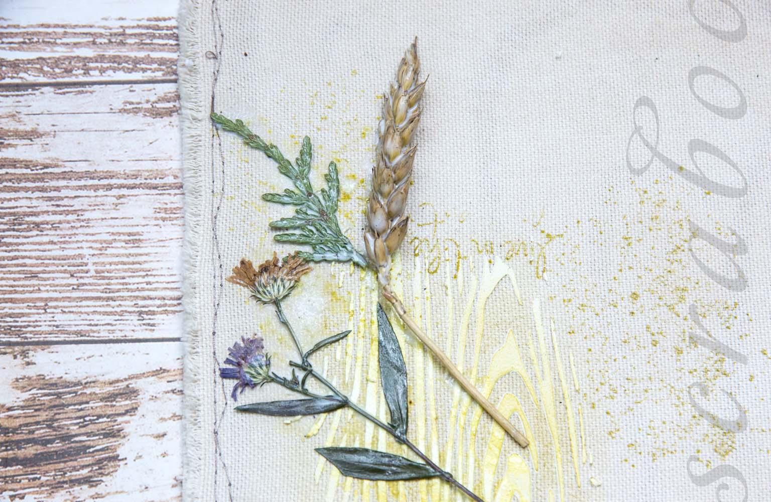 Приклеивание сухоцветов
